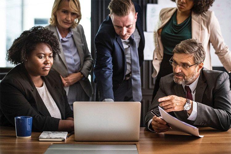 Consulting Team Men Women & Computer Comp